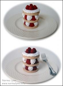 Hæklede flødekager - Delectable Strawberry Treat