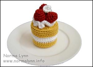 Hæklede flødekager - Strawberry Spongecake