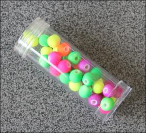 Neon-farvede perler